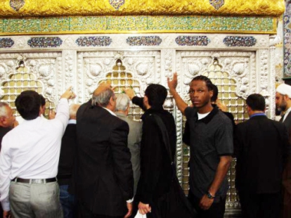 malcolm-shabazz-at-zainab-tomb-in-syria